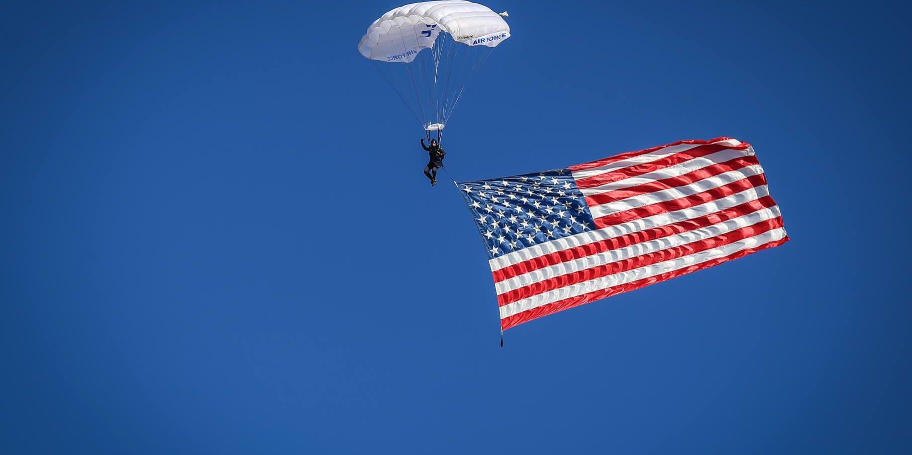 Parachute_flag_by_Mark_Curtis